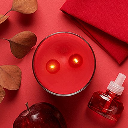 2 wick candle with red background
